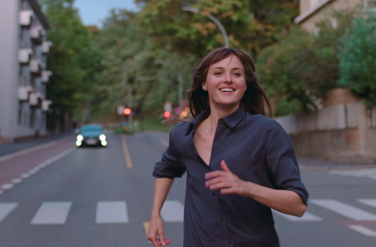 Renate Reinsve som Julie i Verdens verste menneske (Christian Belgaux/SF Studios/Oslo Pictures)