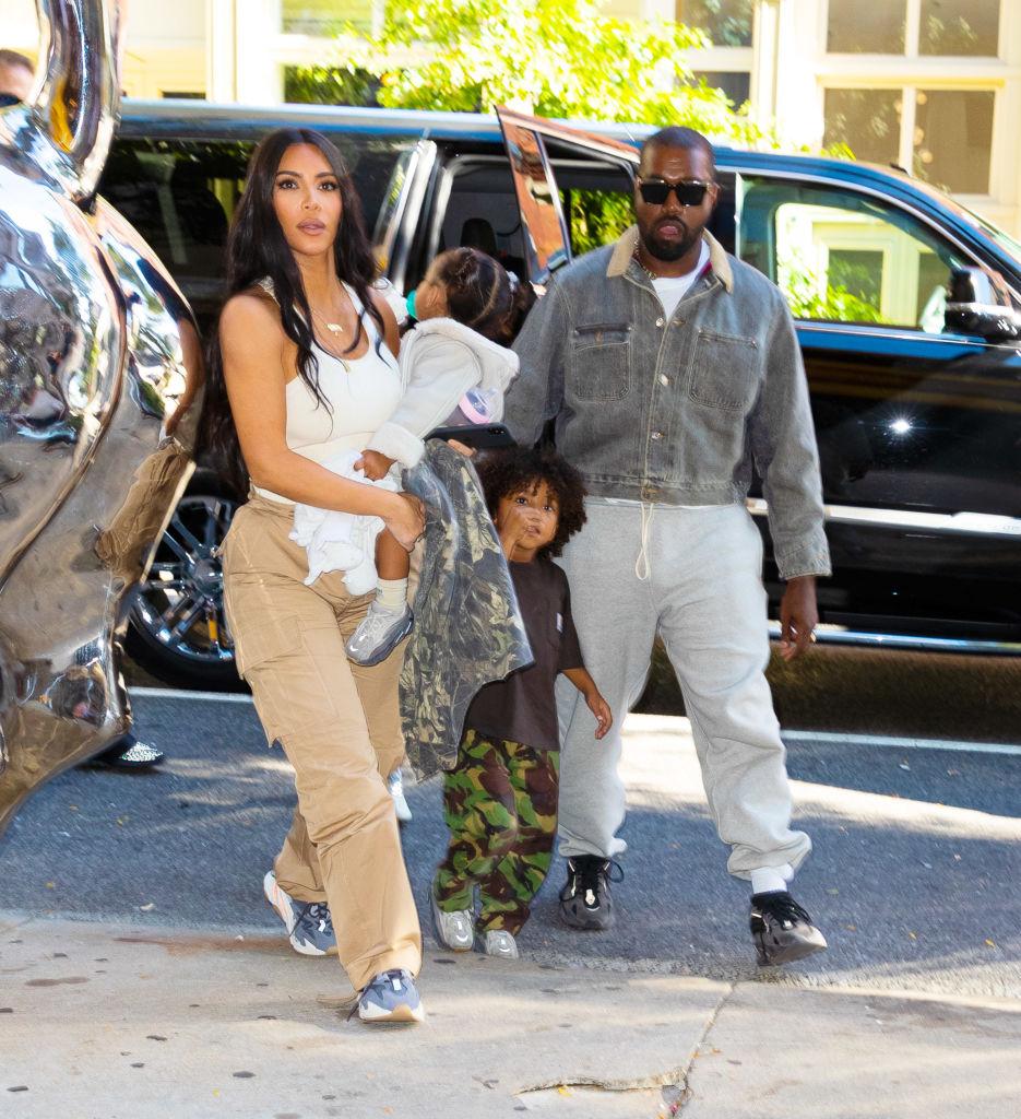 Kim Kardashian og Kanye West med North West, Saint West, Chicago West og Psalm West i New York i september 2019 (Gotham/GC Images)