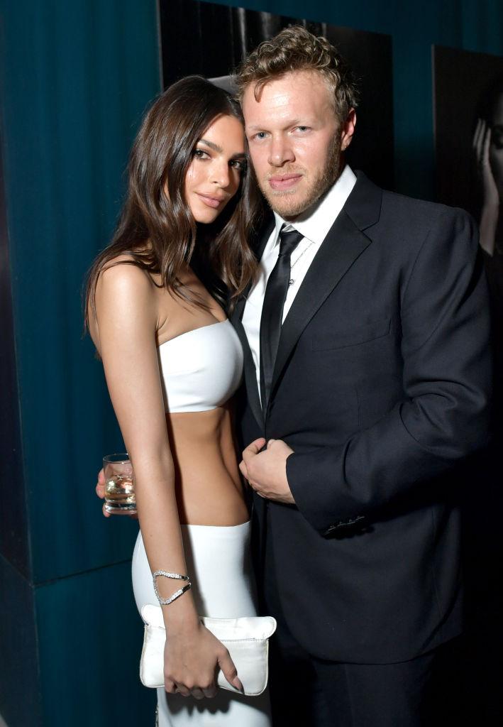 Emily Ratajkowski og Sebastian Bear-McClard på Oscar-festen til Vanity Fair i Beverly Hills februar 2020 (Emma McIntyre /VF20/WireImage)