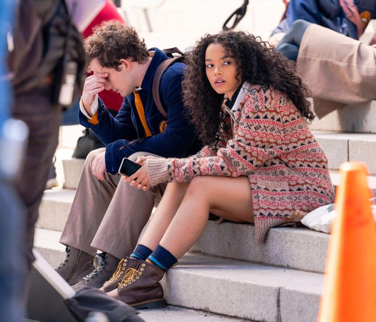 Whitney Peak som Zoya Lott. Her med Eli Brown på settet i NYC mars 2021 (Gotham/GC Images)