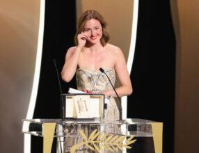 Renate Reinsve vinner prisen for beste kvinnelige skuespiller i Cannes for Verdens verste menneske 17. juli 2021 (Andreas Rentz/Getty)
