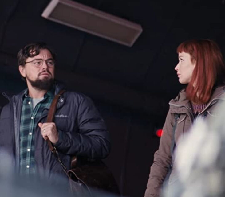 Leonardo DiCaprio som Dr. Randall Mindy, Jennifer Lawrence som Dr. Kate Dibiasky (Netflix)