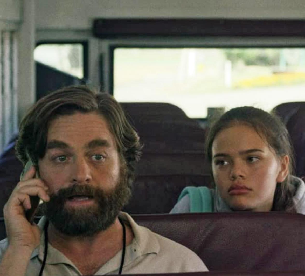 Malia Pyles i Baskets som datteren til Zach Galifianakis (FX)