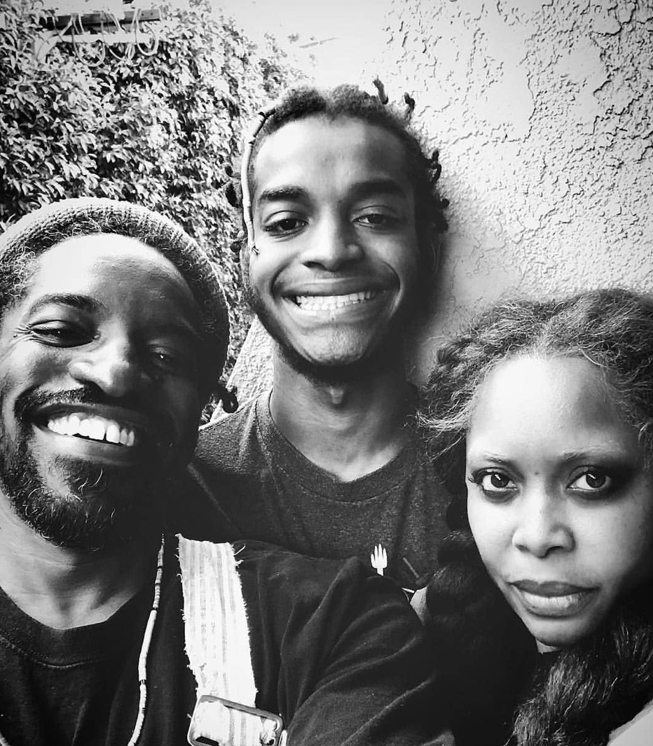 Seven Sirius Benjamin med mor og far (Instagram/erykahbadu)