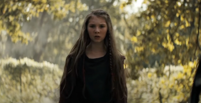 Madelyn Grace som Phoenix (Sony)