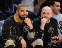 Drake og 40 alias Noah Shebib påkamp mellom Toronto Raptors og Los Angeles Lakers i Staples Center i Downtown Los Angeles i 2015 (Noel Vasquez/GC)