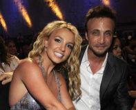 Britney Spears og hennes tidligere manager Larry Rudolph på MTV Video Music Awards i Paramount Pictures Studios i Los Angeles i 2008 (Kevin Mazur/WireImage)