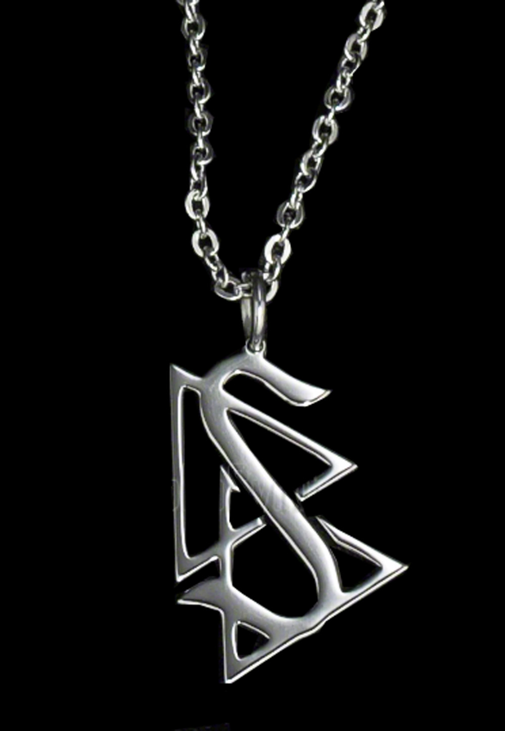 Scientologi-symbolet, som blir kalt New Era, er kjent, med en S og to trekanter. (De såkalte ARC- og KRC-trekantene.) Det betyr ikke at Frankie Jonas' profilerte venner vet at hva at de viser frem et Scientologi-kjede.