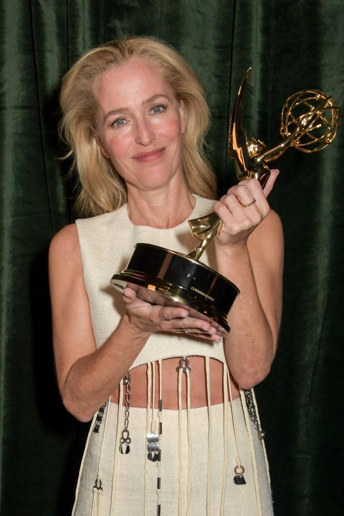 Gillian Anderson får Emmy for The Crown på Netflix-event midt på natten i London 20. september (David M. Benett/Getty/Netflix)