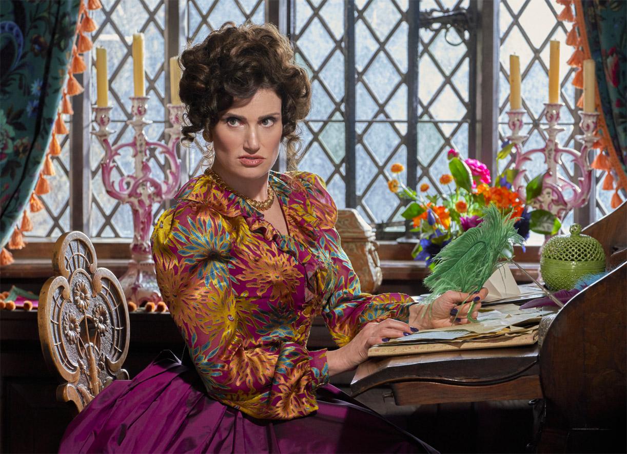 Idina Menzel som Askepotts stemor Vivian (Prime Video)