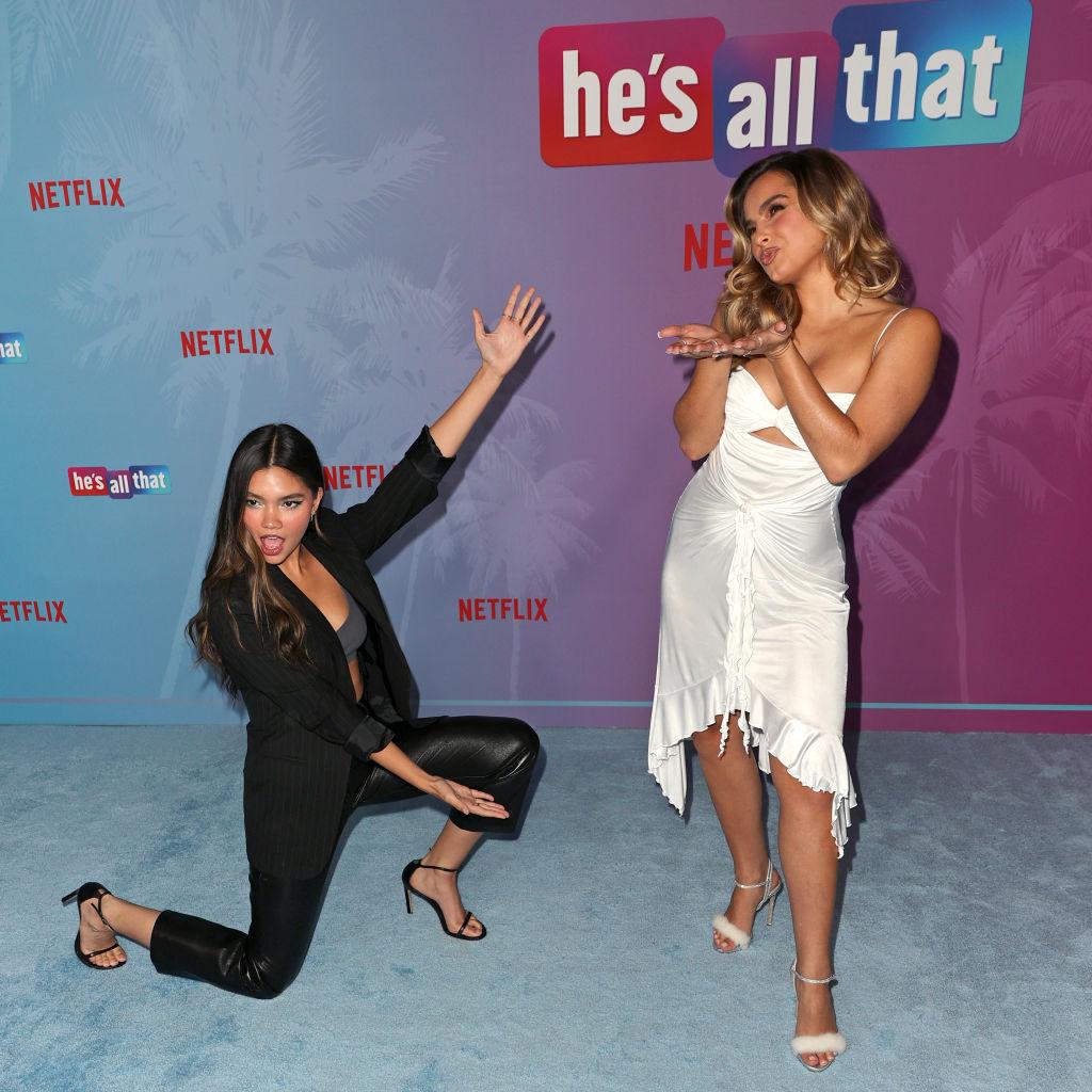 Myra Molloy og Addison Rae på He's All That-premieren (Kevin Winter/WireImage)