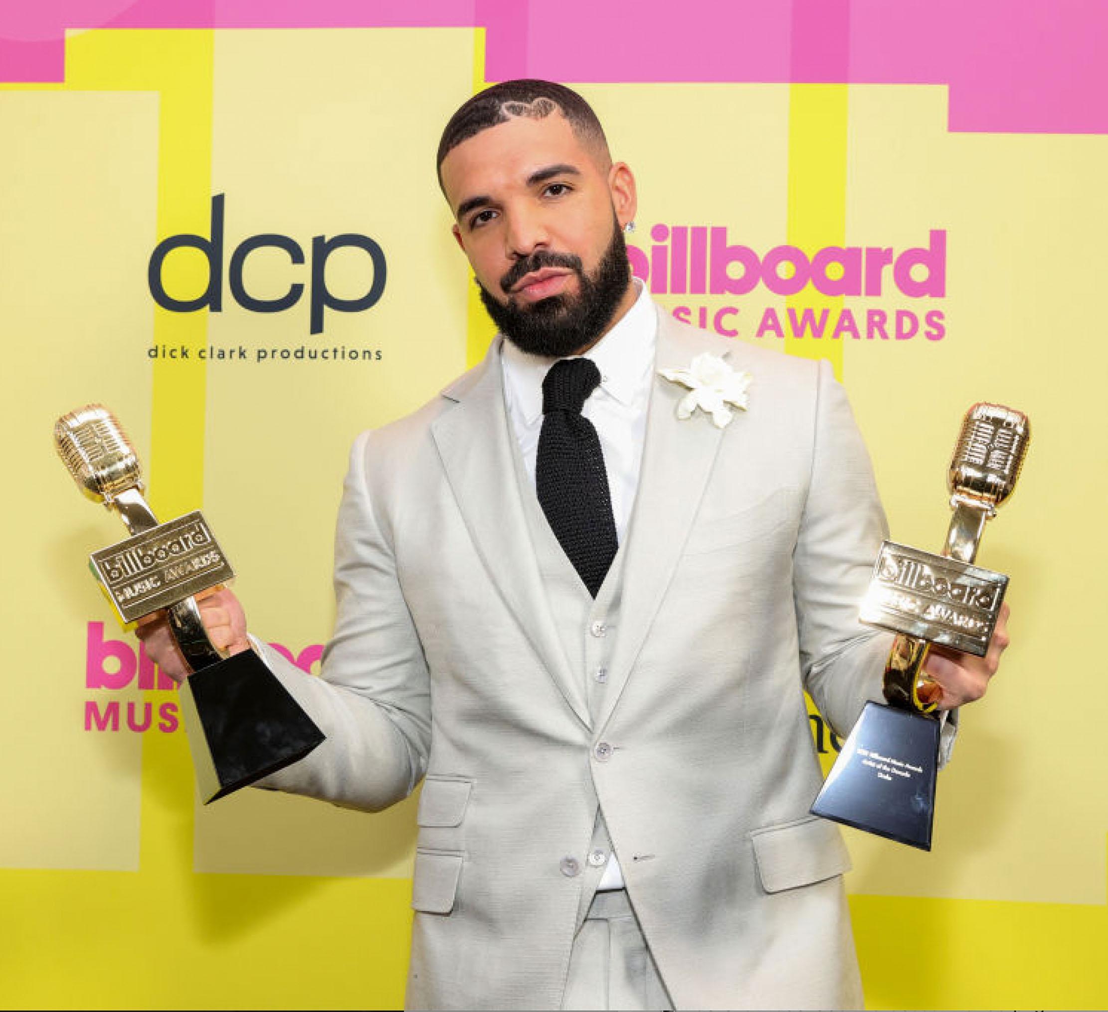 Dekadens største artist: Drake vinner Artist of the Decade Award under Billboard Music Awards på Microsoft Theater i Downtown Los Angeles i mai 2021 (Rich Fury/Getty/dcp)