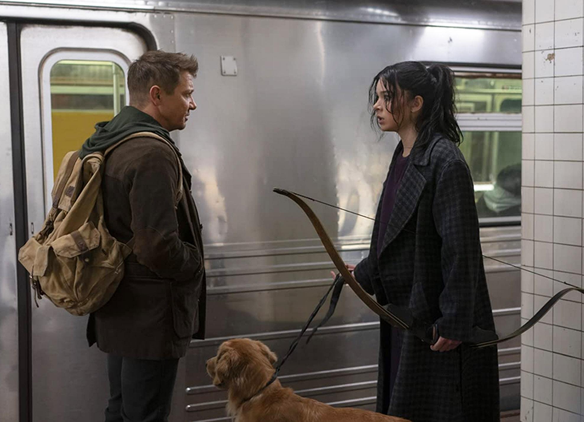 Jeremy Renner og Hailee Steinfeld som og i Hawkeye (Marvel/Disney)