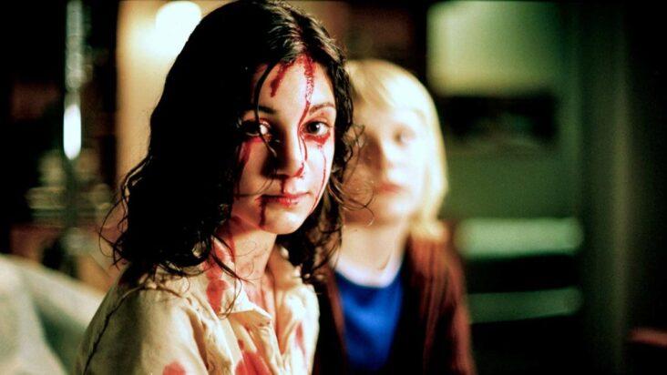 Lina Leandersson som vampyren Eli i Låt den rätte komma in fra 2008 (Sandrew Metronome)