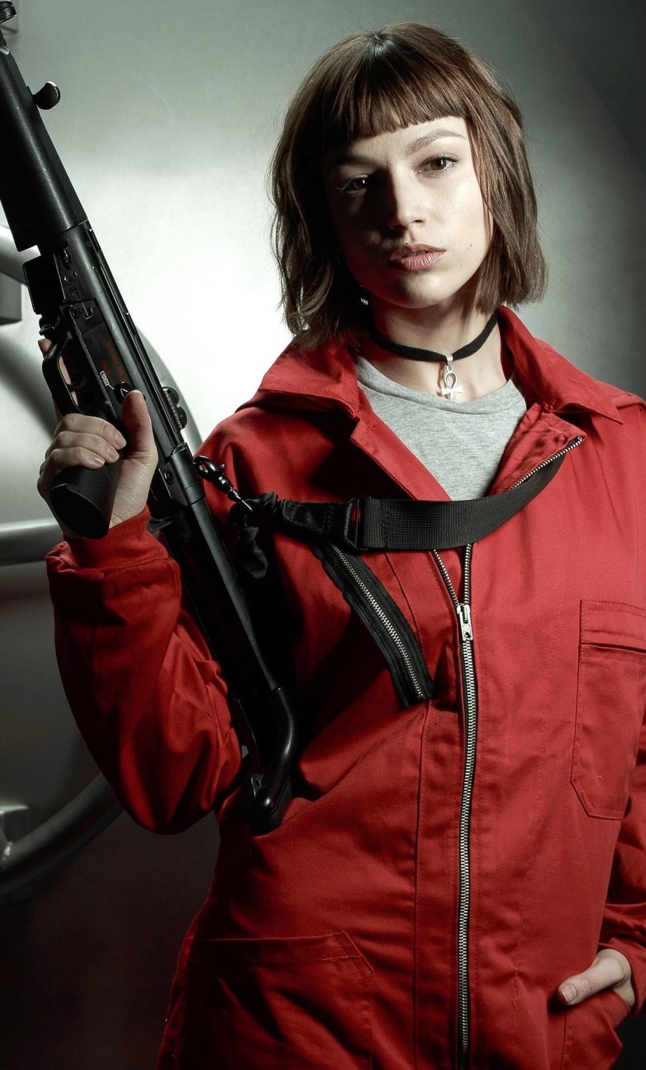 Ursula Corbero alias Tokio. Fun fact: Hun gjester musikkvideoen til Un Dia med J Balvin, Dua Lipa og Bad Bunny (Netflix)