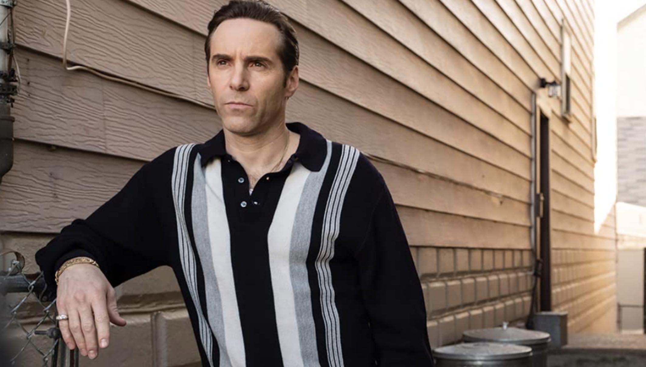 Alessandro Nivola har hovedrollen i The Many Saints of Newark som onkel Dickie Moltisanti (Warner Bros.)