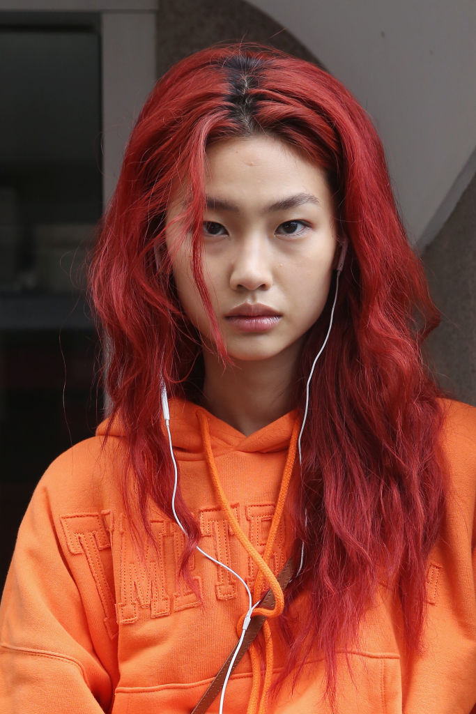 HoYeon Jung på Paris Fashion Week i oktober 2018 (Mireya Acierto/Getty)