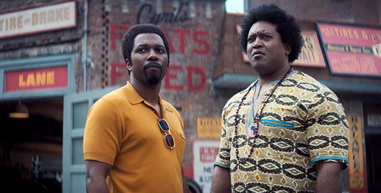Leslie Odom Jr. som Harold McBrayer og Germar Terrell Gardner som Cyril (Warner Bros.)
