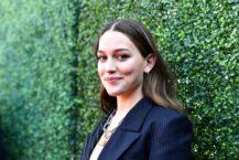 Victoria Pedretti Love Quinn You season 3 dating Theo Dylan Arnold