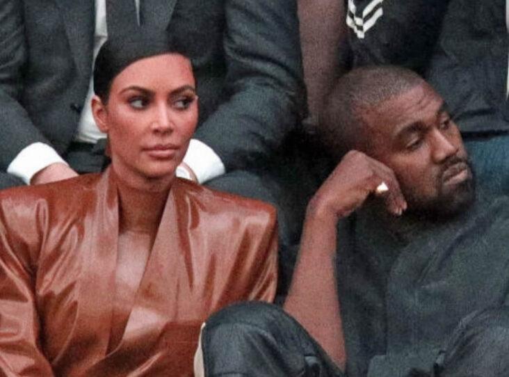 Kim Kardashian og Kanye West på Balenciaga-showet under Paris Fashion Week i mars 2020 (Pierre Suu/Getty)