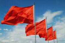 Røde flagg er trending på Twitter (Mozcann)