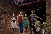 RA RA RIOT: ALEXANDRA, MILO, REBECCA, WESLEY, MATHIEU, UTEN GABRIEL (BARSUK)