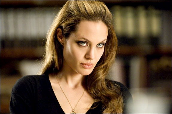 ANGELINA JOLIE ER WANTED (UNITED INTERNATIONAL PICTURES))