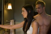 ODETTE YUSTMAN OG CAM GIGANDET I THE UNBORN (UNITED INTERNATIONAL PICTURES)