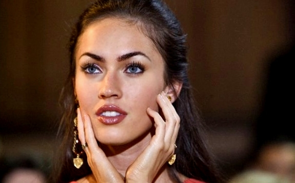 MEGAN FOX I HOW TO LOSE FRIENDS AND ALIENATE PEOPLE (SCANBOX/PARAMOUNT)