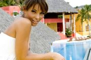 TRIANA IGLESIAS BEHOLDER KLÆRNE PÅ PARADISE HOTEL I MEXICO (TV3)