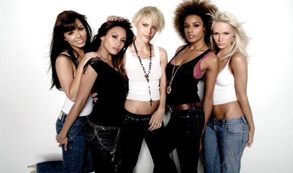 CHELSEA, SHAR, ARIA, KELLY OG LAUREN ER PARADISO GIRLS (INTERSCOPE/UNIVERSAL)