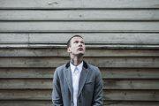 JOHN OLAV UTEN GJENGEN (KIM HIORTHØY/EMI)