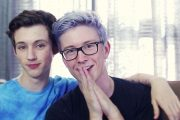 YOUTUBE-HELTENE TROYE OG TYLER ER BFFS (YOUTUBE)