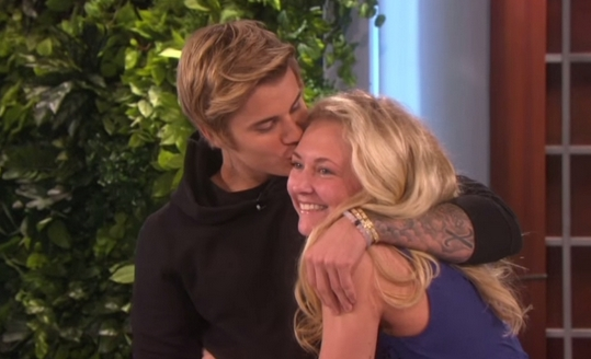Søt video: Justin Bieber overrasker hysterisk fan - 730 no