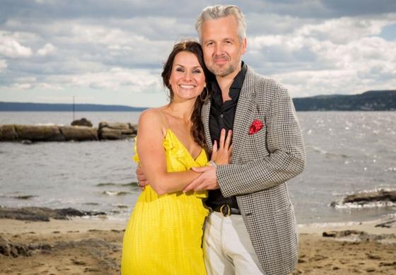 Programleder Katrine Moholt og gjesteprogramleder Ari Behn <3 <3 <3 (TV 2)
