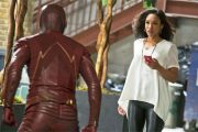 THE FLASH MED FLAMMEN IRIS (THE CW)