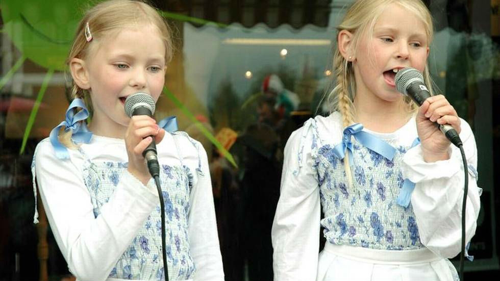 ASTRID OG CELINE ALIAS POPGRUPPEN AC: THE BLUE SNOOPIES (FACEBOOK)