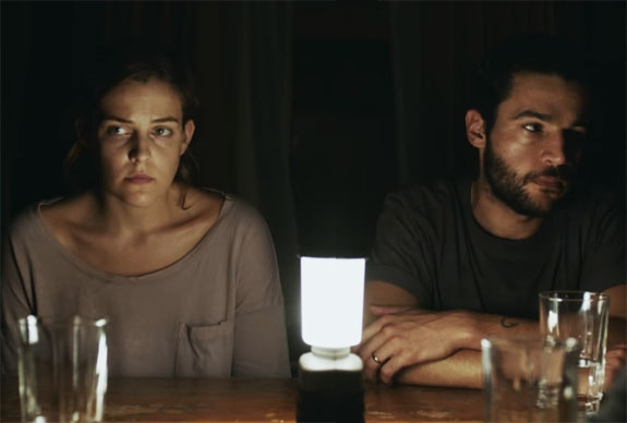 RILEY KEOUGH OG CHRISTOPHER ABBOTT I IT COMES OUT AT NIGHT (NORDISK FILMDISTRIBUSJON/A24)