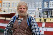 ROY NARVESTAD (ROBERT STOLTENBERG) KJØRER SOLOLØP I SIN NYE SERIE. (NRK)
