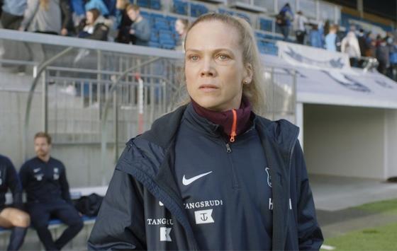 ANE DAHL TORP GJØR EN FREMRAGENDE ROLLE SOM HELENA MIKKELSEN I HEIMEBANE (NRK)