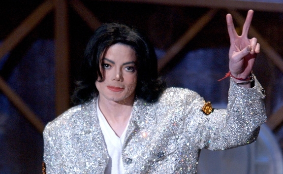 MICHAEL JACKSON UNDER AMERICAN MUSIC AWARDS I LOS ANGELES I 2002 (VINCE BUCCI/GETTY IMAGES)